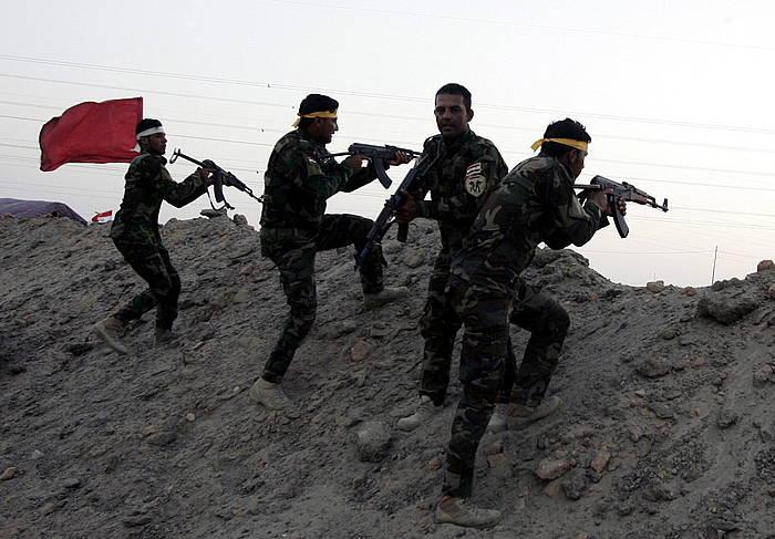 Milizia xiitak borrokarako prestatzen, Ramaditik gertu. ©ALAA AL-SHEMAREE / EFE