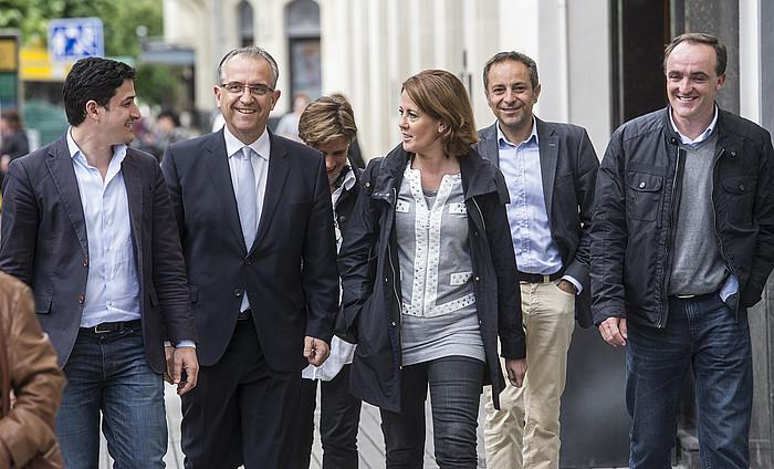 UPNren zuzendaritza Javier Esparza buru zela atzo, bilerara sartzerako, Iruñean./ ©JAGOBA MANTEROLA / ARGAZKI PRESS