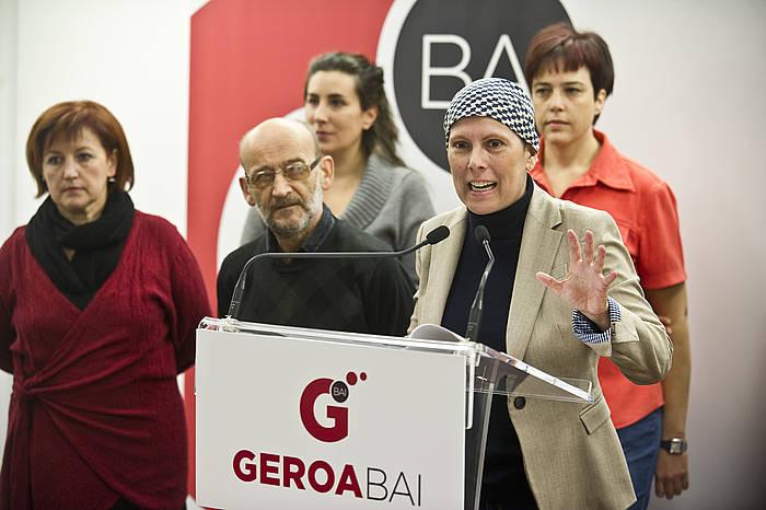 Bixente Serrano Izko, Uxue Barkosen ondoan, Geroa Bairen agerraldi batean./ ©Argazki Press