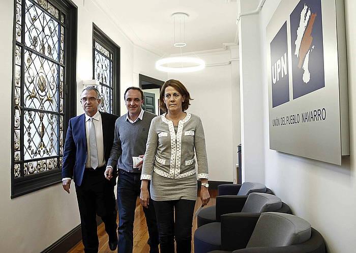 Enrique Maia Iruñeko alkatea, Jose Javier Esparza UPNko presidentegaia eta Yolanda Barcina UPNko presidentea, herenegun./ ©Jesus Diges, Efe