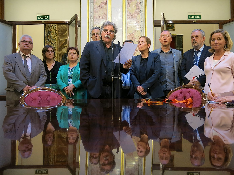 Espainiako Kongresuko hainbat diputatu, kexaren berri ematen. ©