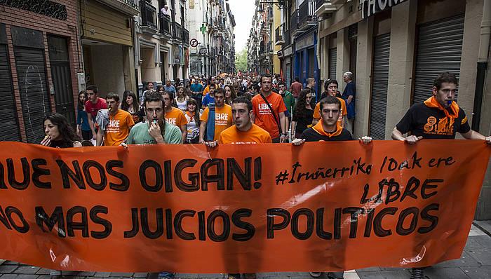 Manifestazioa egin zuten Iruñean maiatzaren 2an, hamar gazteen aurkako epaiketa salatzeko. ©Jagoba Manterola / Argazki Press