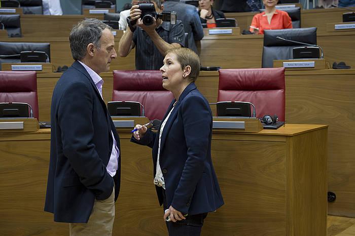 Uxue Barkos eta Adolfo Araiz, Nafarroako Parlamentuan. ©Iñigo Uriz / Argazki Press