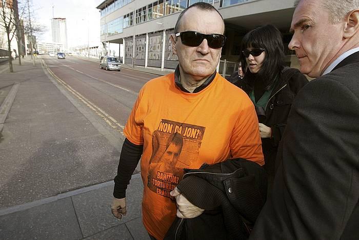 Iñaki de Juana Chaos, Ipar Irlandan. Espainiaratzearen alde agertu zen Belfasteko Auzitegia./ ©Paul McErlane, EFE