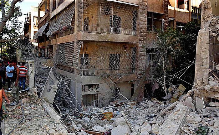 Matxinoen bonbardaketa batek Alepoko Bani Zeid auzoan utzitako txikizioa, joan den hileko eraso batean. ©SANA / EFE