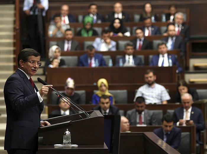 Ahmet Davutoglu Turkiako lehen ministroa, gaur, Turkiako Parlamentuan./ ©STR, EFE