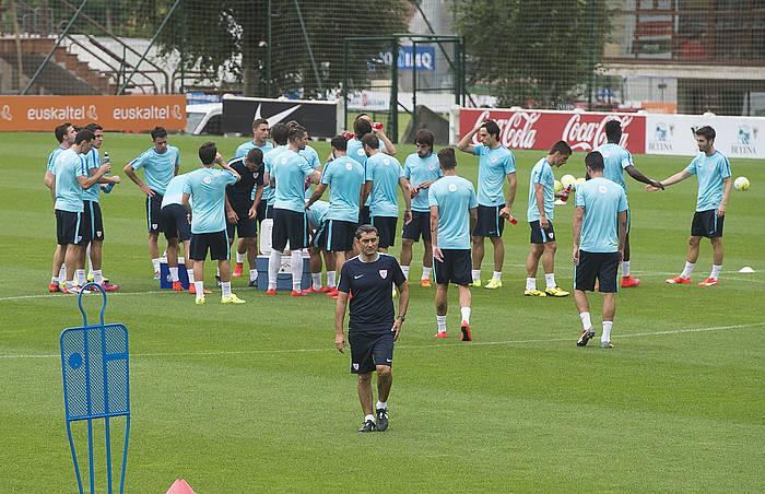 Ernesto Valverde Athleticeko entrenatzailea, denboraldi-aurre honetan Lezaman eginiko entrenamendu batean. ©Luis Jauregialtzo / Argazki Press
