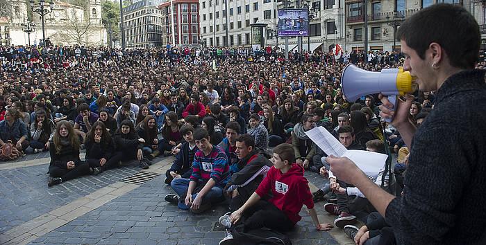 IKasleen protesta jendetsua, iazko martxoan, Bilbon. ©Luis Jauregialtzo / Argazi Press