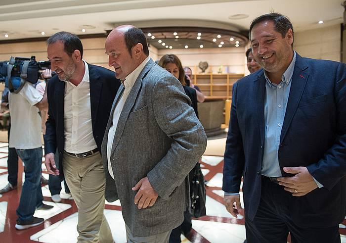 Ramon Espadaler eta Andoni Ortuzar, Sabin Etxean. ©/ Argazki Press
