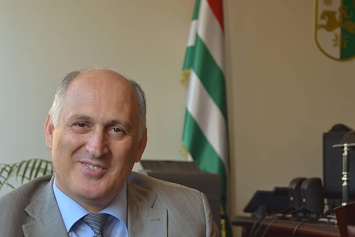 Abkhaziako Atzerri ministroa da Viatxeslav Txirikba. ©/ Ibai Trebiño