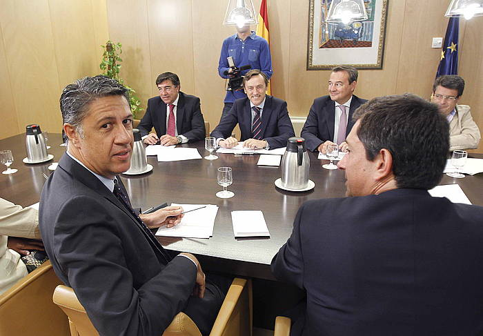 Xavier Garcia Albiol eta Rafael Hernando PPko beste hainbat buruzagirekin batera. ©Juan M. Espinosa / EFE