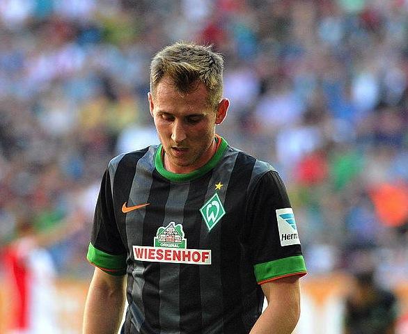 Izet Hajrovic Eibarrek fitxatu duen erdilaria, Werder Bremenen elastikoarekin. ©Stefan Puchner / EFE