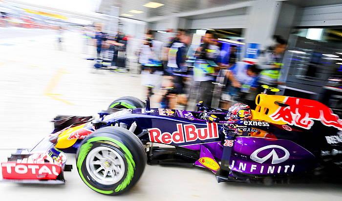 Daniel Ricciardo Red Bulleko gidari australiarra, atzo, Sotxiko zirkuituan, Errusiako Sari Nagusiko entrenamenduetako bigarren jardunaldian./ ©SRDJAN SUKI / EFE