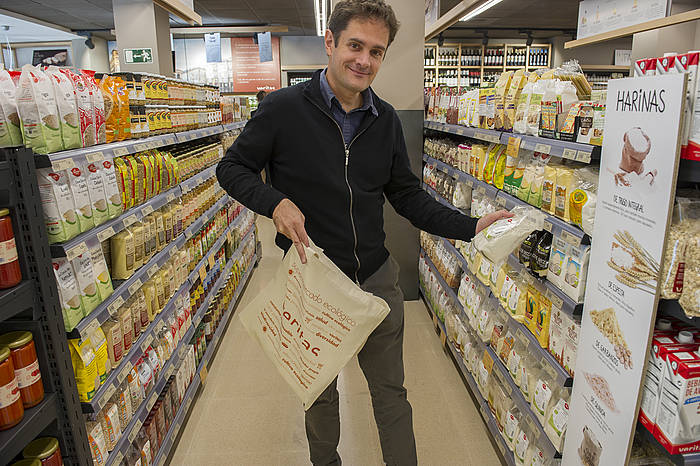 Silvio Elias Veritas supermerkatu ekologikoetako zuzendaria./ ©JUANAN RUIZ / ARGAZKI PRESS