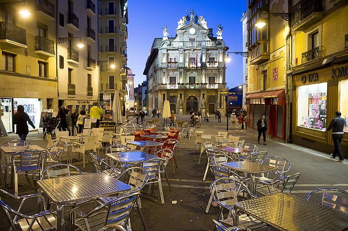 Hainbat plaza publikotan terraza handiak paratu dituzte Iruñean./ ©Iñigo Uriz, Argazki Press