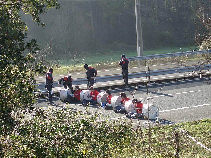 2007ko urtarrilean moztu zuten errepidea. ©/ BERRIA