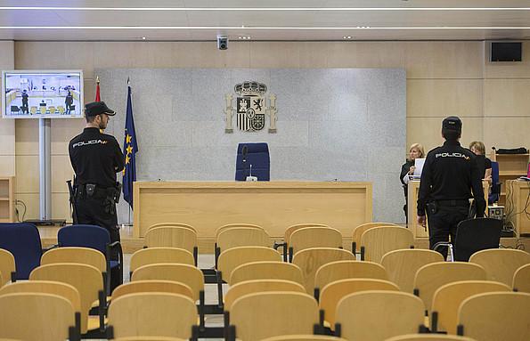 Espainiako Auzitegi Nazionaleko aulkiak, hutsik. ©/ EFE (ERREDAKZIOAN MOLDATUA)