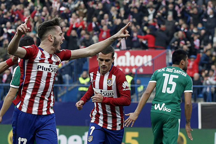 Saul �'iguez Atletico Madrileko jokalaria, berak sartutako gola ospatzen, etxekoen bigarrena. ©Javier Lizon / EFE