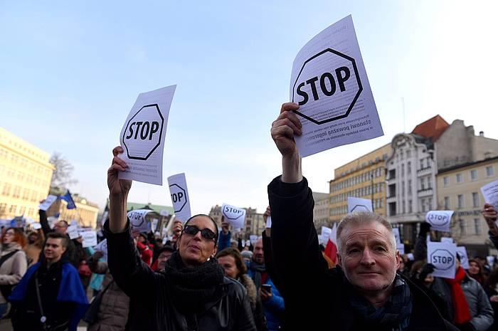 Segurtasun araudi berriaren aurkako protesta, Varsovian. ©Jakub Kaczmarczyk / EFE