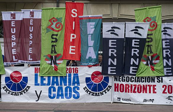 Ertzaintzaren sindikatuek iazko ekainean Eusko Legebiltzarraren aurrean egindako protesta. ©RAUL BOGAJO / ARGAZKI PRESS
