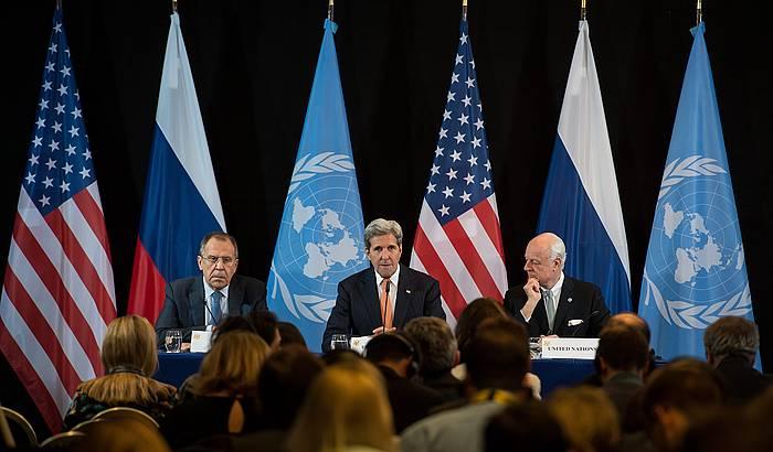 Sergei Lavrov, John Kerry eta Staffan de Mistura, akordioaren berri ematen. ©SVEN HOPPE / EFE