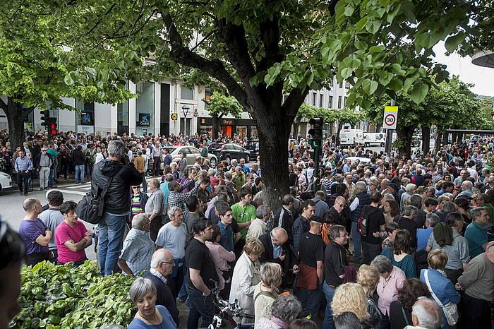 Nafarroan ETB ikustearen aldeko protesta UPNren egoitzan.