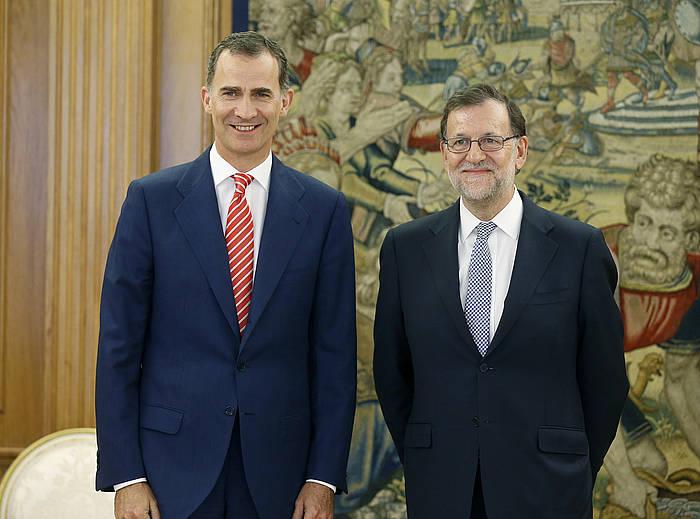 Mariano Rajoy —eskuinean—, Felipe VI.arekin bildu ostean. ©Angel Diaz / EFE