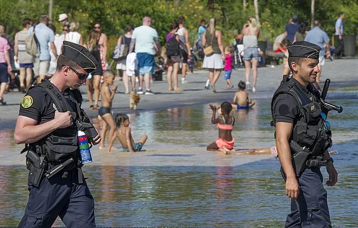 Polizia Nizako hondartzan, joan den uztailean. ©OLIVIER ANRIGO /efe