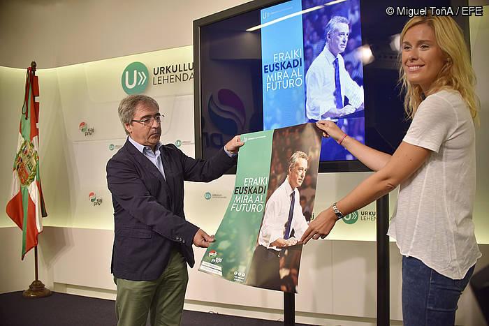 EAJren EBBko Joseba Aurrekoetxea eta Ikerne Zarate, kanpainaren aurkezpenean ©/ Miguel Toña (Efe)