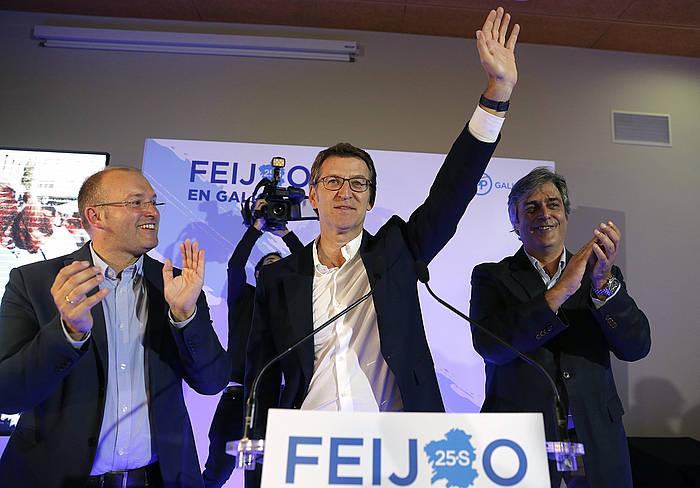 Alberto Nuñez Faijoo, bart gauean, emaitzak ospatzen. ©Lvandeira jr. / EFE