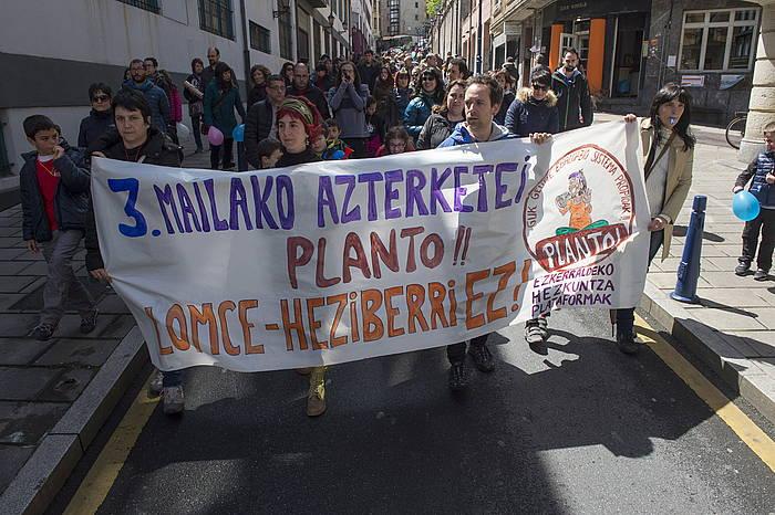 LOMCEren aurkako protesta bat, apìrilean, Portugaleten (Bizkaia) ©Monika del Valle / Argazki Press