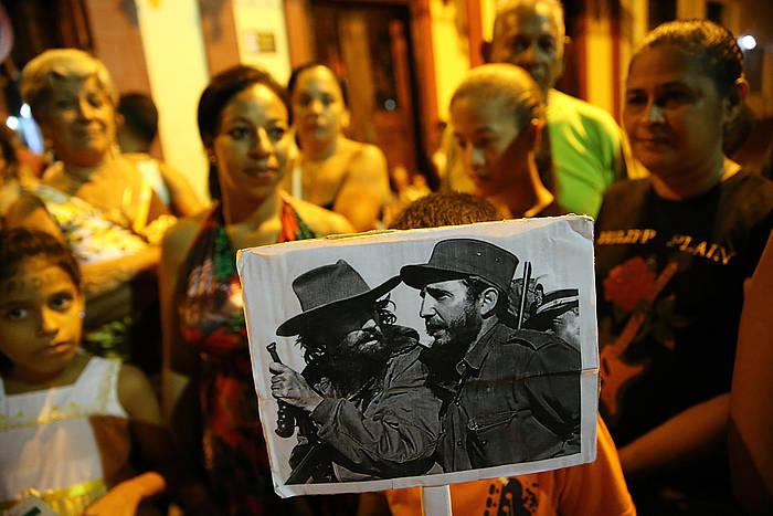 Jendea zain Bayamon, Fidel Castroren errautsak noiz igaroko. ©Alejandro Ernesto / EFE
