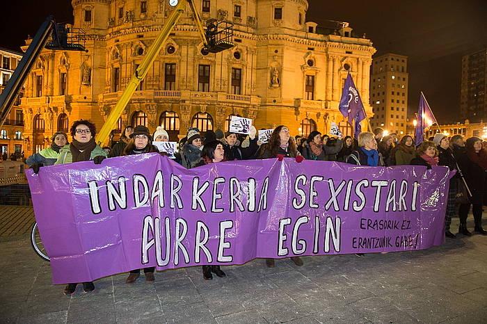 Bilboko Arriaga plazan eginiko protesta. ©/ Argazki Press