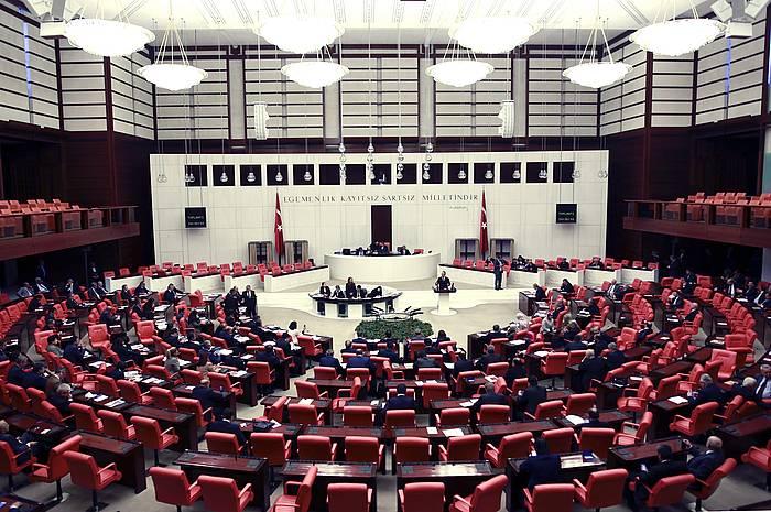 Turkiako Legebiltzarraren langa gaindituta, erreferendumean onartu edo baztertuko dute erreforma. ©TUMAY BERKIN / EFE