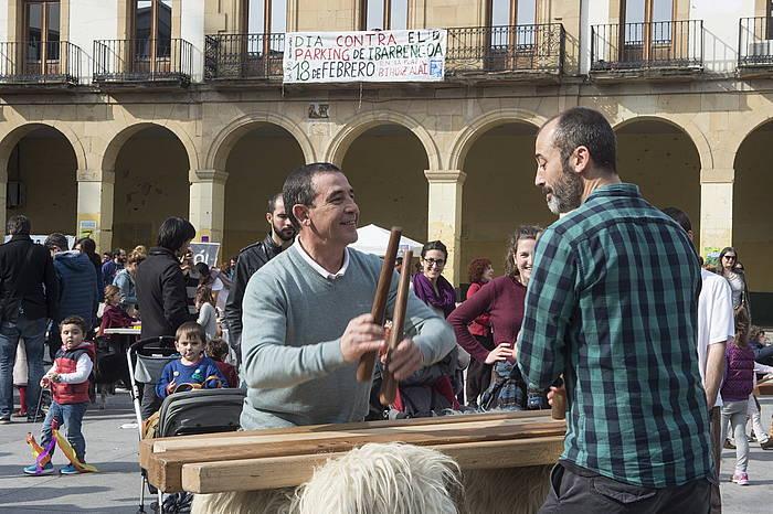Algortako San Nikolas plazan garatu ziren aparkalekuaren aurkako ekinaldiak. / ©Monika del Valle, Argazki Press