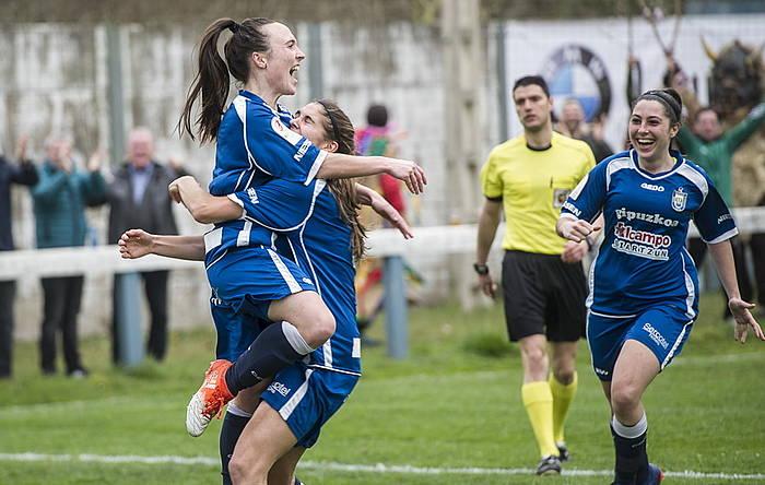 Oiartzungo jokalariak partidako lehen gola ospatzen. / ©Jagoba Manterola, Argazki Press