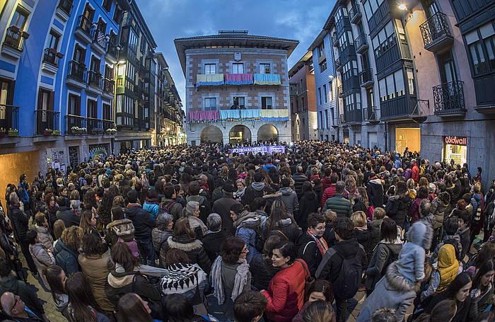 Iazko inauterietan sexu eraso bat gertatu ostean Tolosan egindako elkarretarea. / ©Jon Urbe, Argazki Press