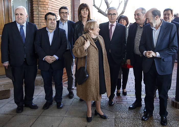 PSOEko eta PSEko kide ugarik hartu dute parte Rekalderen omenaldian. ©Javier Etxezarreta / EFE