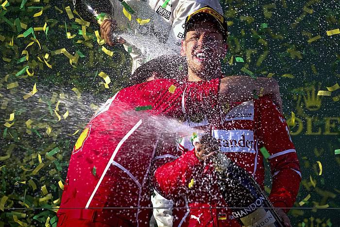 Vettel, garaipena ospatzen. ©DIEGO AZUBEL / EFE