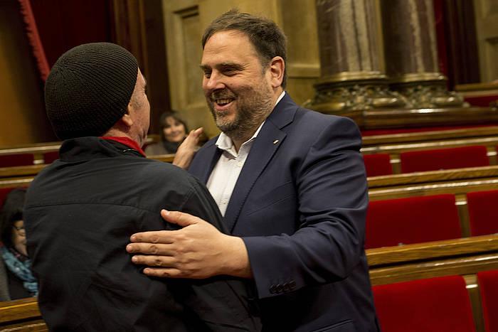 Junts Pel Siko Lluis Llach eta Oriol Junqueras, gaur, Kataluniako Parlamentuan. ©Quique García / EFE