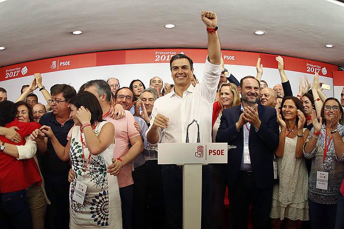 Pedro Sanchez, garaipenaren osteko prentsaurrekoan. ©Javer Lizon / EFE