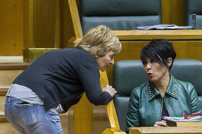 Rebeca Ubera eta Maddalen Iriarte, Eusko Legebiltzarrean. / ©Juanan Ruiz, Argazki Press