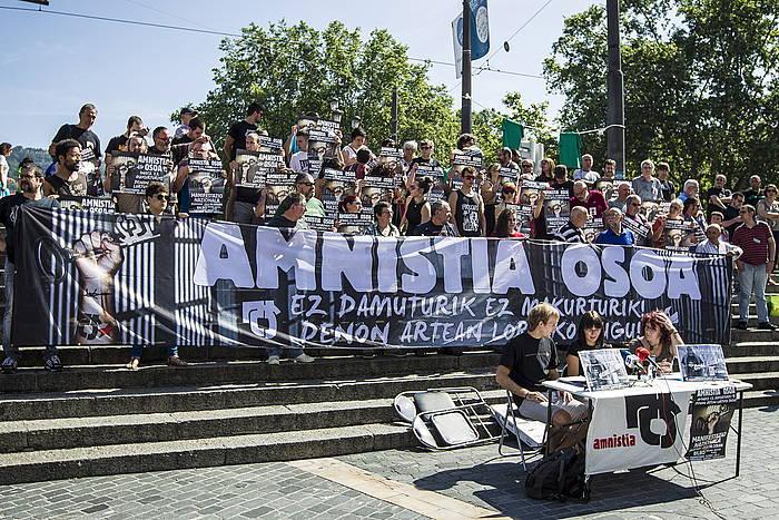 """Euskal Herria: Una multitud exige """"respeto a los derechos"""" de presos y exiliados. [vídeo] - Página 3 Jarraia135740"""