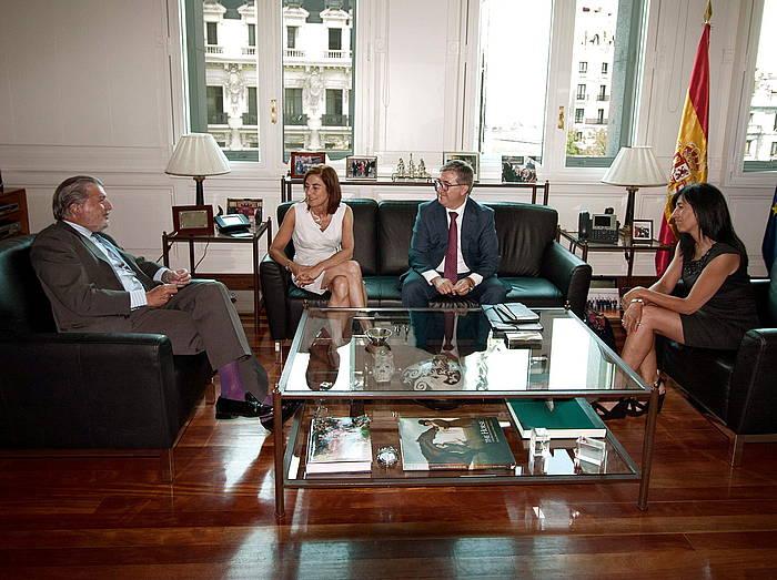Cristina Uriarte sailburua eta Iñigo Mendez de Vigo Espainiako Hezkuntza ministroa, artxiboko irudi batean. / ©EFE