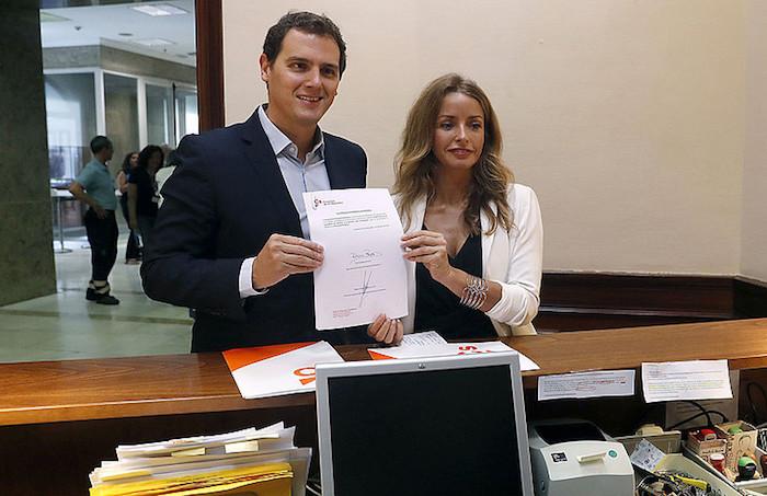 Haurdunaldi subrogatua legeztatzeko proposamena aurkeztu du Ciudadanosek