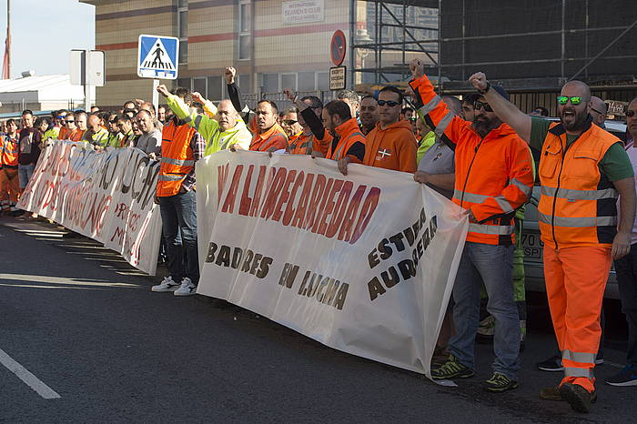 Zamaketariak protestan Bilboko portuan. ©Monika del Valle / Argazki Press