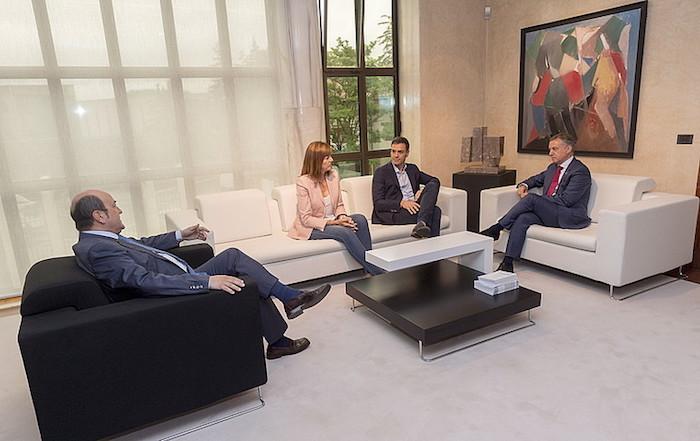 PSOEk EAJri jakinarazi dio Konstituzioaren erreforman