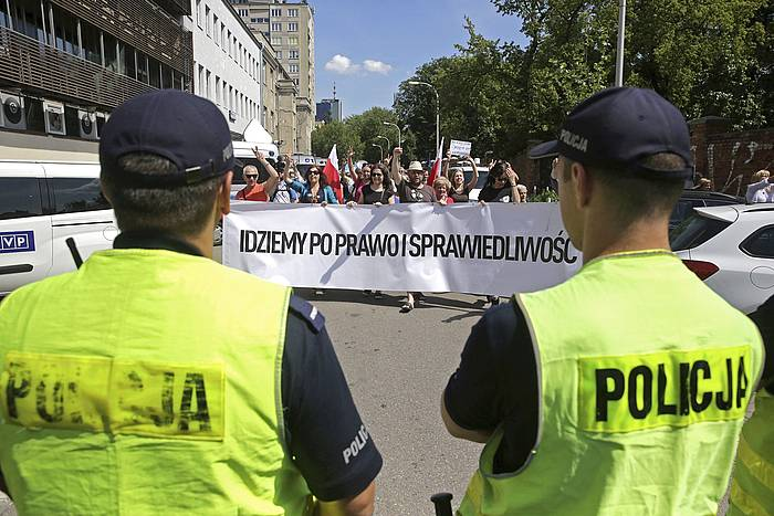 Poloniako Gorenaren erreforma gelditzea lortu dute protestek