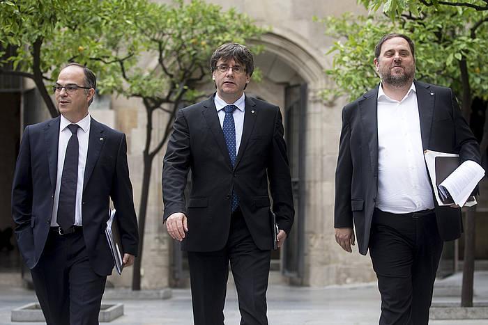 Turull, Puigdemont eta Junqueras, gaur, gobernu bileraren ostean. / ©Quique García, Efe