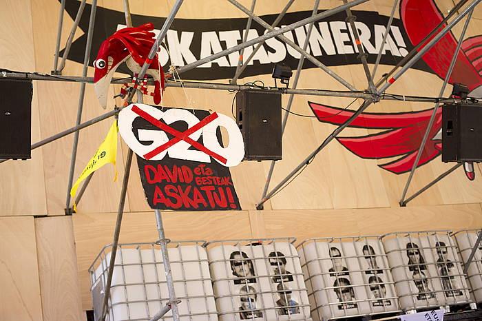 Presoen argazkiak, Txori Barroteren txosnan, begiak estalita. ©Jaizki Fontaneda, Argazki Press